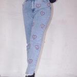 Strasszkövekkel díszített kék női farmernadrág