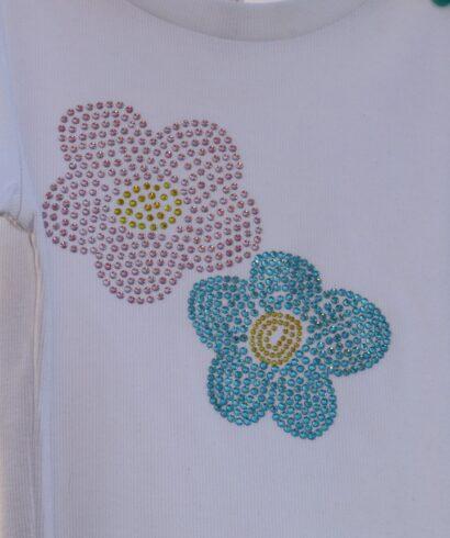 Virág mintás strasszköves fehér női rövid ujjú póló