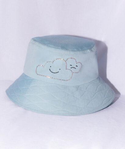 Felhő mintás kék sapka